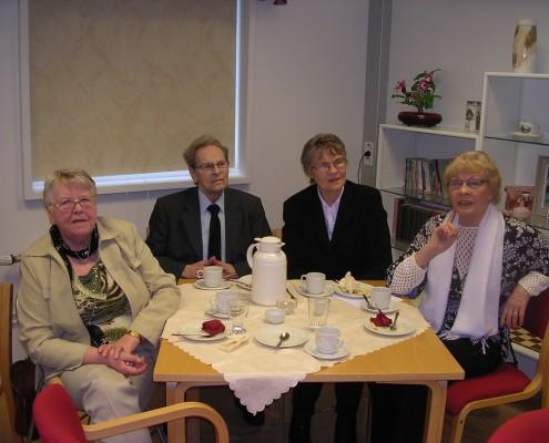 Frá vinstri: Guðborg Aðalsteinsdóttir, Kristján Jónsson (í Saurbæ), kona hans Una Runólfsdóttir og systir hennar Steinunn Runólfsdóttir.